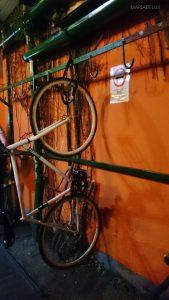 Bike parking inside the club ---- Estacionamento de bicicletas dentro do clube